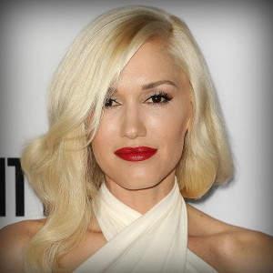 Η Gwen Stefani με το signature ξανθό πλατίνα της, ένα διαχρονικό χρώμα.