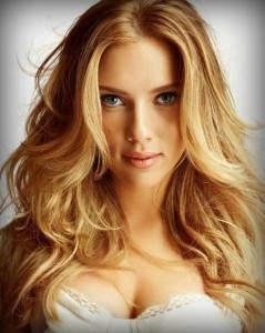 Golden Blonde είναι το χρυσό ξανθό, ένας τόνος διαφορετικός από το μελί και η διαφορά τους φαίνεται στην υφή όταν πέφτει το φως πάνω.