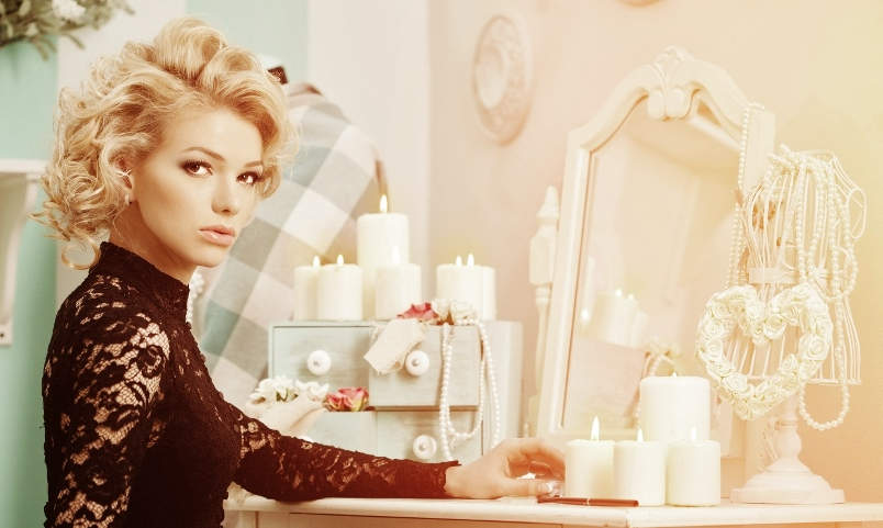 Beauty rich luxury woman like Marilyn Monroe. Beautiful fashionable girl in a retro interior