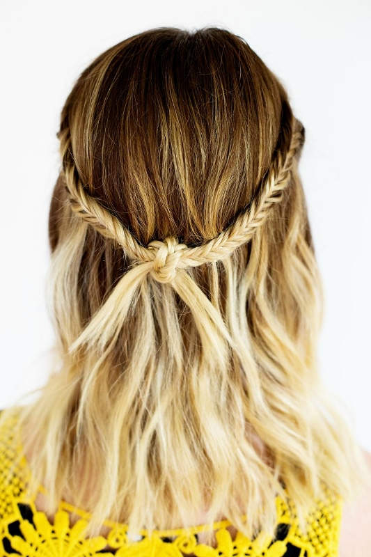 Τελικό Αποτέλεσμα: Το bohemian hairstyle, με το braided knot, είναι έτοιμο!