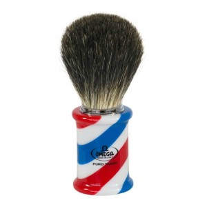 OMEGA 6736: Πινέλο ξυρίσματος με φυσική τρίχα ασβού, σε σχέδιο barber pole. ΑΠΟΚΛΕΙΣΤΙΚΗ ΔΙΑΘΕΣΗ: Χατζηδημητρίου