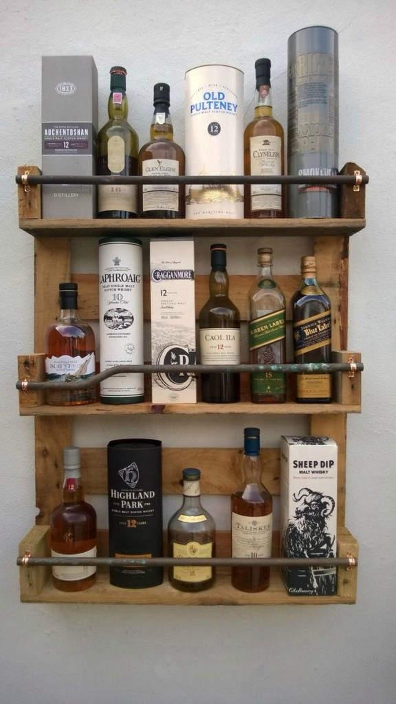 Διακοσμητικό stand τοίχου: Stand τοίχου που μπορεί να φιλοξενήσει διακοσμητικά, ποτά, αλλά και εργαλεία.