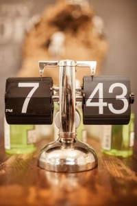 Ρολόϊ: Ένα διαφορετικό ρολόϊ, με μίνιμαλ σχεδιασμό και καιτονόμα εμφάνιση.