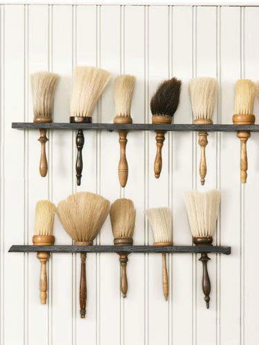 Ράφια για πινέλα: Βάλτε τα πινέλα σας σε σειρά και αναδείξτε την συλλογή σας, με ράφια τοίχου με υποδοχή για πινέλα καθαρίσματος και grooming.