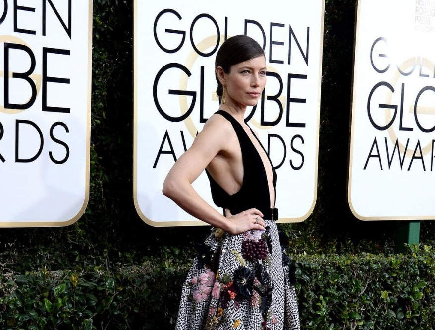 stars-bloom-in-florals-on-the-golden-globes-red-carpet_3_1